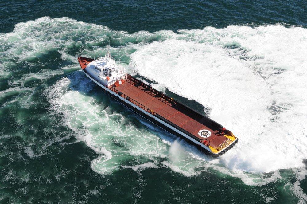 205 x 32 Aluminum Crew Boat